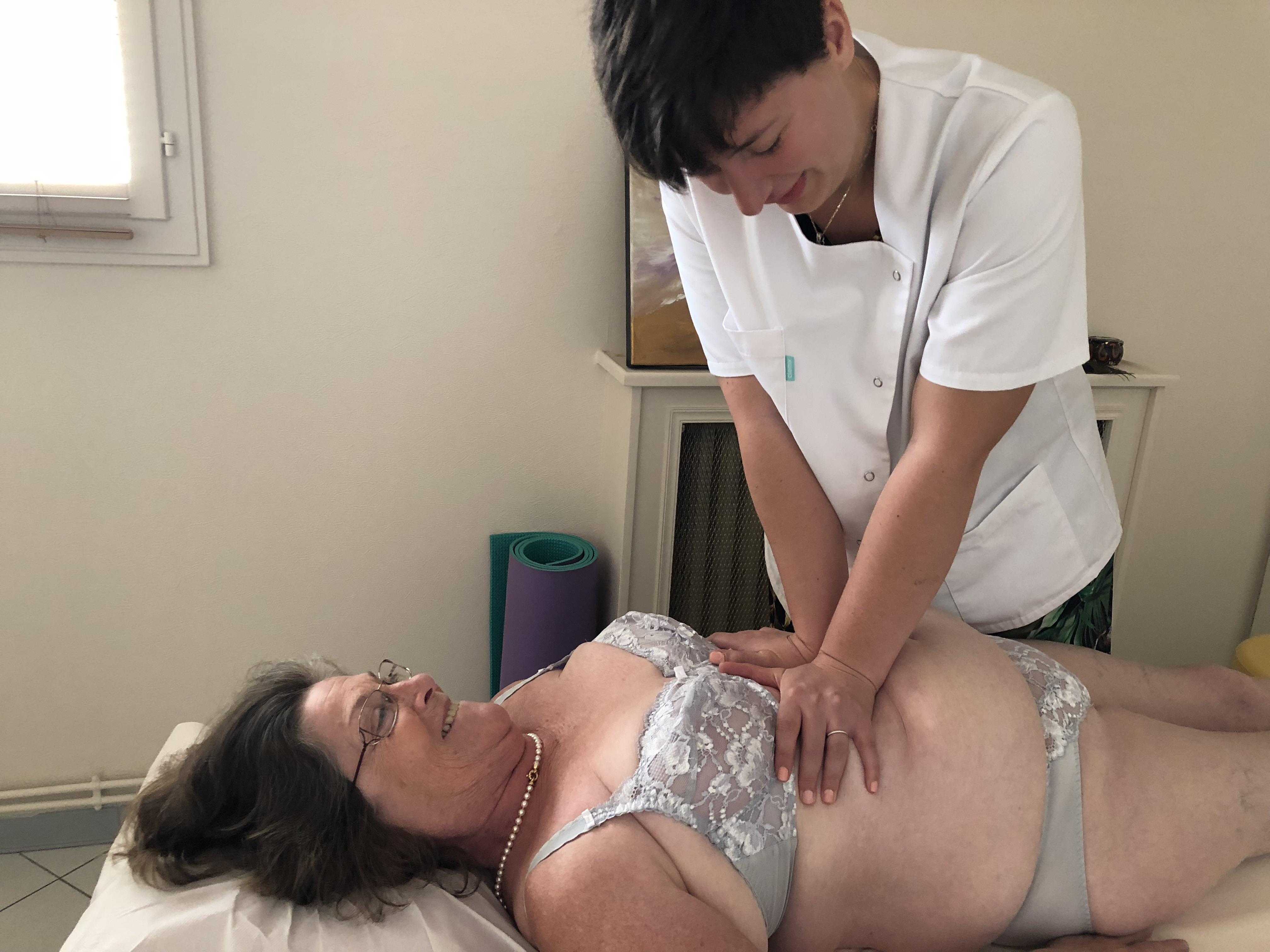 Osteopathe Senior - Technique Foie par Florence Grimaldi Ostéopathe